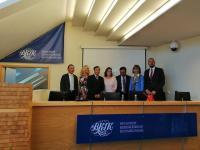 A kínai-magyar delegáció vezetői és program szervezői